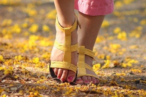 feet-538245__340 (1).jpg