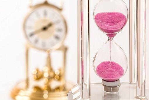 hourglass-1703330__340 (1).jpg