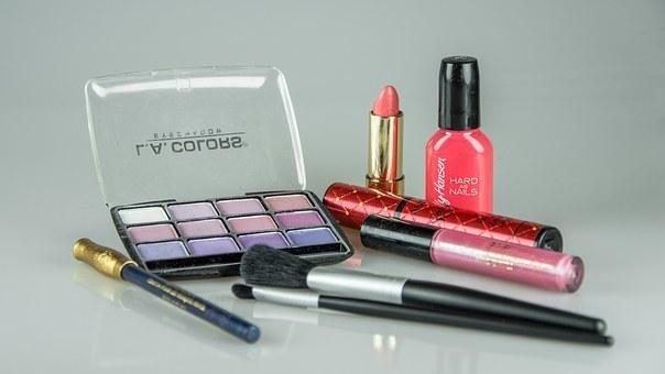 make-up-1180036__340.jpg